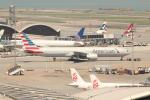 OMAさんが、香港国際空港で撮影したアメリカン航空 777-323/ERの航空フォト(写真)