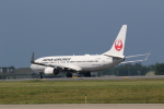 Tango Alphaさんが、三沢飛行場で撮影した日本航空 737-846の航空フォト(写真)