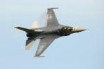 さかなやさんが、三沢飛行場で撮影したアメリカ空軍 F-16CM-50-CF Fighting Falconの航空フォト(写真)