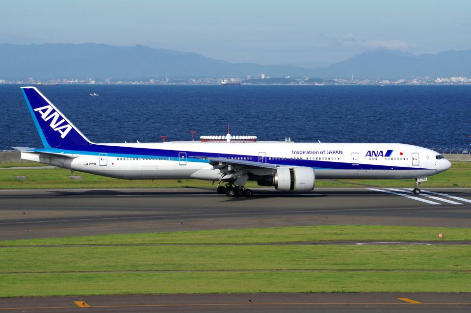 yabyanさんの全日空 Boeing 777-300 (JA733A) 航空フォト