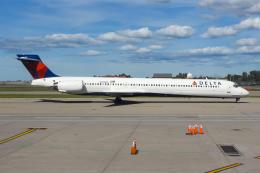 まくろすさんが、バッファロー・ナイアガラ国際空港で撮影したデルタ航空 MD-90-30の航空フォト(飛行機 写真・画像)