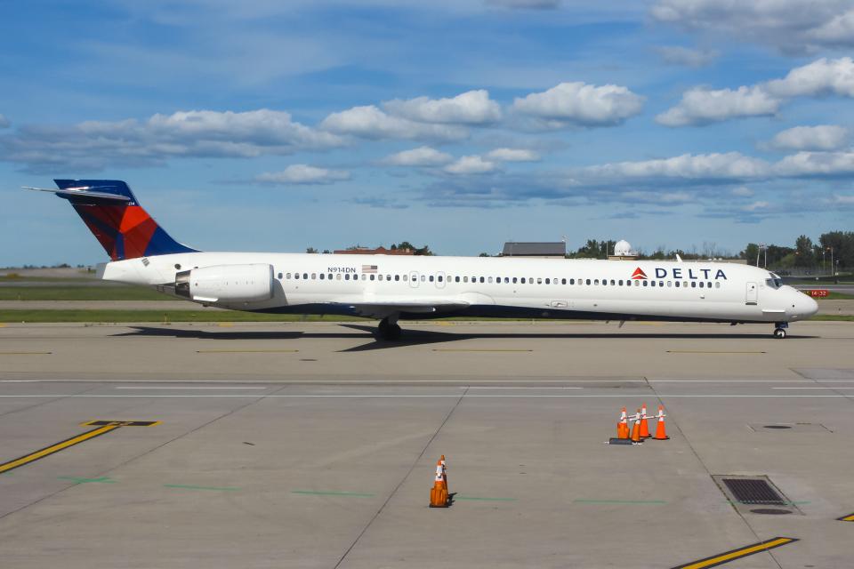 まくろすさんのデルタ航空 McDonnell Douglas MD-90 (N914DN) 航空フォト
