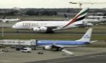 planetさんが、ロンドン・ヒースロー空港で撮影したエミレーツ航空 A380-861の航空フォト(写真)