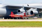 またぁりさんが、ウィットマンリージョナル空港で撮影したAeroshell Aerobatic Team T-6G Texanの航空フォト(写真)