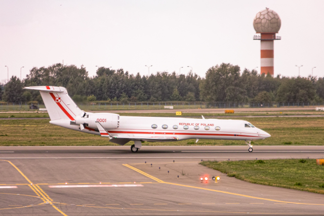 delawakaさんが、ワルシャワ・フレデリック・ショパン空港で撮影したポーランド空軍 C-37B Gulfstream G550 (G-V-SP)の航空フォト(飛行機 写真・画像)