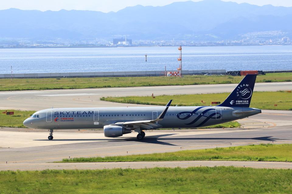 T.Sazenさんの中国東方航空 Airbus A321 (B-8977) 航空フォト