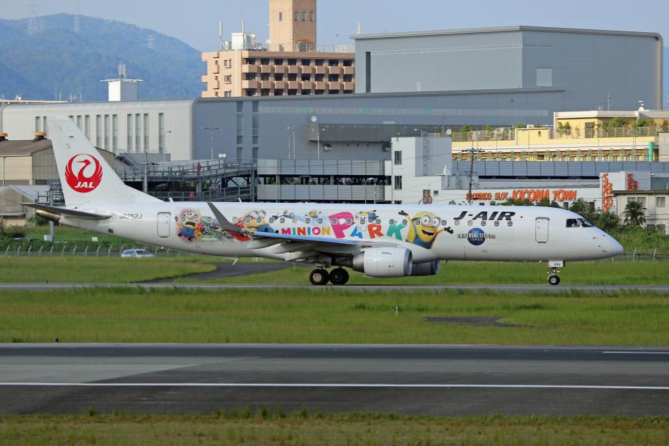 takepapaさんのジェイエア Embraer 190 (JA252J) 航空フォト
