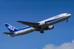 White.さんが、小松空港で撮影した全日空 767-381/ERの航空フォト(写真)