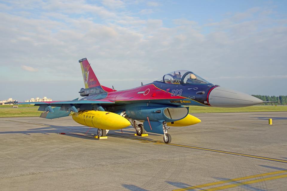 ちゃぽんさんの航空自衛隊 Mitsubishi F-2A (33-8523) 航空フォト
