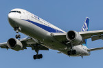 mototripさんが、福岡空港で撮影した全日空 767-381の航空フォト(写真)