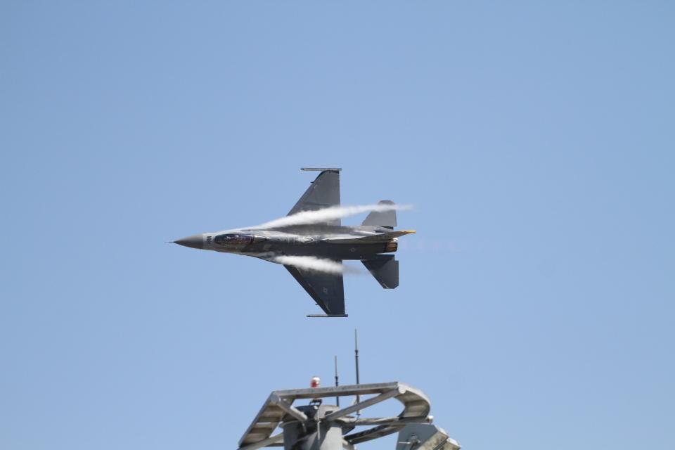 デウスーラ294さんのアメリカ空軍 Lockheed F-16 Fighting Falcon (92-3894) 航空フォト