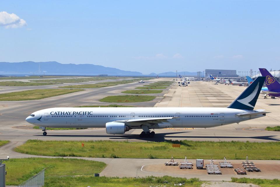 T.Sazenさんのキャセイパシフィック航空 Boeing 777-300 (B-HNS) 航空フォト