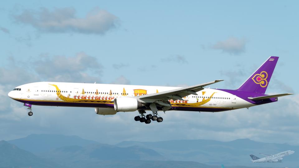 うみBOSEさんのタイ国際航空 Boeing 777-300 (HS-TKF) 航空フォト