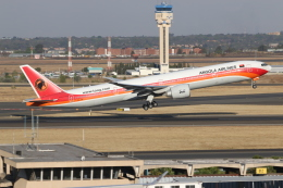 NIKEさんが、O・R・タンボ国際空港で撮影したTAAGアンゴラ航空 777-3M2/ERの航空フォト(飛行機 写真・画像)
