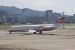 けいとパパさんが、台北松山空港で撮影した遠東航空 MD-83 (DC-9-83)の航空フォト(写真)