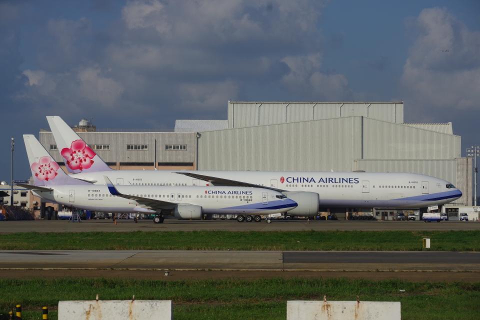 JA8037さんのチャイナエアライン Boeing 737-800 (B-18663) 航空フォト