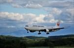 にしやんさんが、旭川空港で撮影した日本航空 767-346の航空フォト(写真)