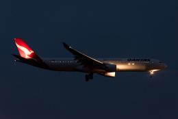 ぎんじろーさんが、成田国際空港で撮影したカンタス航空 A330-303の航空フォト(飛行機 写真・画像)