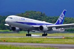 うらしまさんが、高松空港で撮影した全日空 767-381/ERの航空フォト(飛行機 写真・画像)