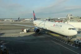 uhfxさんが、ジョン・F・ケネディ国際空港で撮影したデルタ航空 767-432/ERの航空フォト(飛行機 写真・画像)