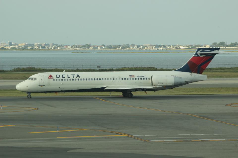 uhfxさんのデルタ航空 Boeing 717 (N899AT) 航空フォト