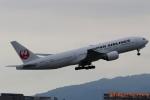 湖景さんが、伊丹空港で撮影した日本航空 777-246の航空フォト(写真)