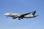 Frankspotterさんが、ロンドン・ヒースロー空港で撮影したパキスタン国際航空 777-240/ERの航空フォト(写真)