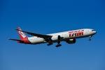 Frankspotterさんが、ロンドン・ヒースロー空港で撮影したラタム・エアラインズ・ブラジル 777-32W/ERの航空フォト(飛行機 写真・画像)