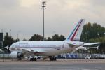安芸あすかさんが、パリ シャルル・ド・ゴール国際空港で撮影したフランス空軍 A310-304の航空フォト(写真)