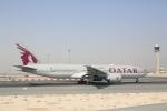 安芸あすかさんが、ドーハ・ハマド国際空港で撮影したカタール航空 777-2DZ/LRの航空フォト(写真)