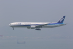 OS52さんが、香港国際空港で撮影した全日空 777-381/ERの航空フォト(写真)
