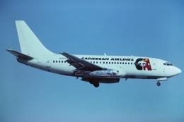 tassさんが、マイアミ国際空港で撮影したCaribbean Airlines 737-247の航空フォト(飛行機 写真・画像)