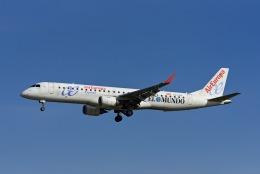 Frankspotterさんが、マドリード・バラハス国際空港で撮影したエア・ヨーロッパ・エクスプレス ERJ-190-200 LR (ERJ-195LR)の航空フォト(飛行機 写真・画像)
