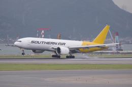 かずまっくすさんが、香港国際空港で撮影したサザン・エア 777-FZBの航空フォト(飛行機 写真・画像)