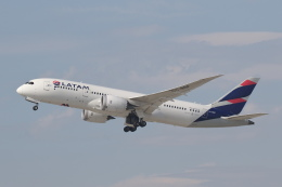 安芸あすかさんが、ロサンゼルス国際空港で撮影したラタム・エアラインズ・チリ 787-8 Dreamlinerの航空フォト(飛行機 写真・画像)