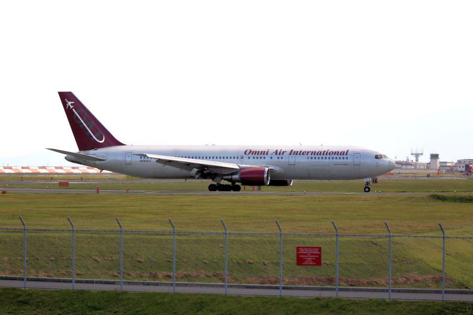 kazuchiyanさんのオムニエアインターナショナル Boeing 767-300 (N342AX) 航空フォト