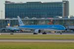 小弦さんが、バンクーバー国際空港で撮影したKLMオランダ航空 777-306/ERの航空フォト(写真)