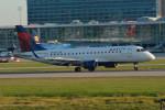 小弦さんが、バンクーバー国際空港で撮影したデルタ・コネクション ERJ-170-200 LR (ERJ-175LR)の航空フォト(写真)