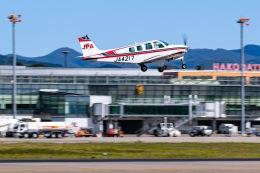 KAMIYA JASDFさんが、函館空港で撮影したジェイピーエー A36 Bonanza 36の航空フォト(飛行機 写真・画像)