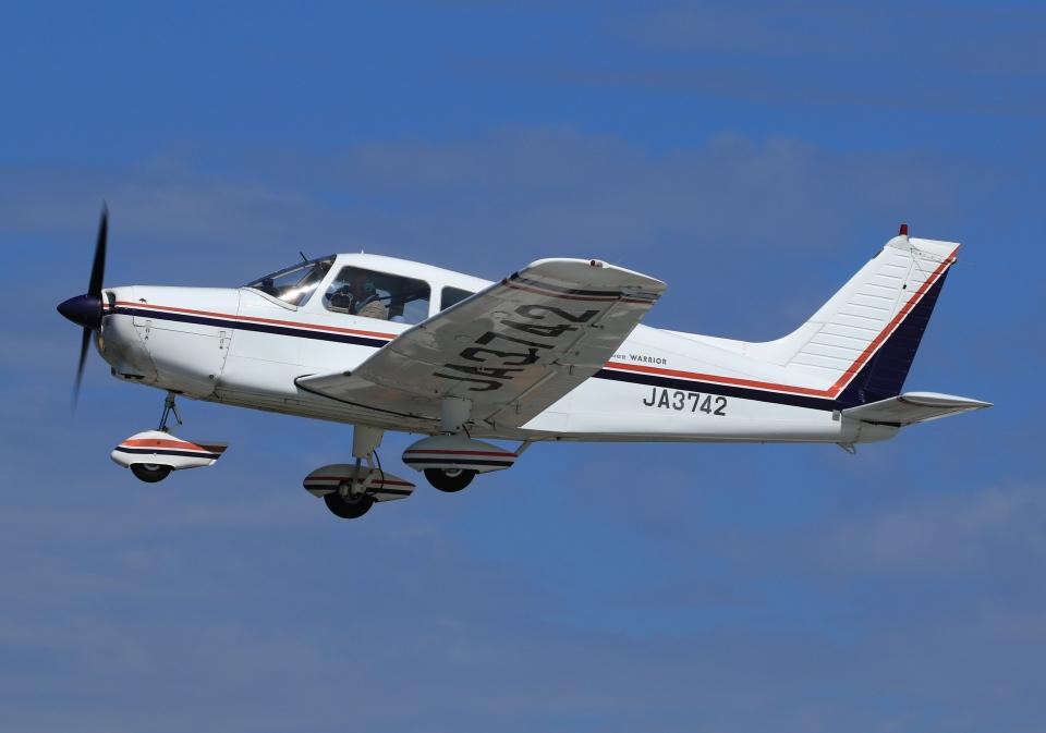 LOTUSさんの日本個人所有 Piper PA-28 Cherokee (JA3742) 航空フォト