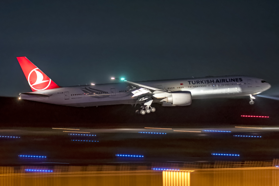Cozy Gotoさんのターキッシュ・エアラインズ Boeing 777-300 (TC-LJB) 航空フォト
