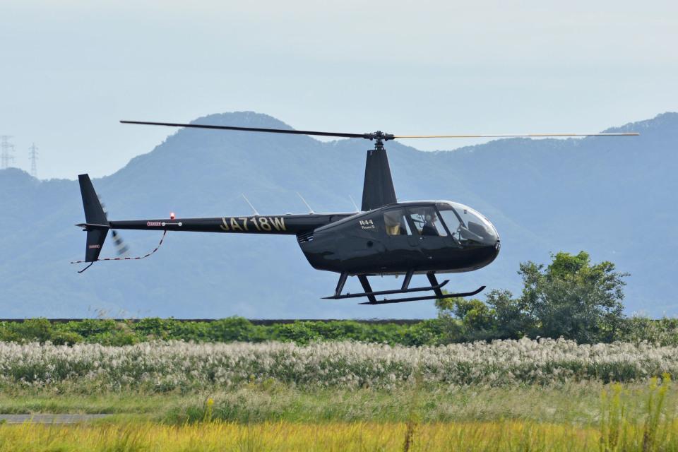 Gambardierさんの日本法人所有 Robinson R44 (JA718W) 航空フォト