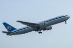 アングリー J バードさんが、福岡空港で撮影した全日空 767-381の航空フォト(写真)