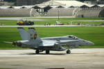 Mr.boneさんが、嘉手納飛行場で撮影したアメリカ海兵隊 F/A-18A Hornetの航空フォト(写真)