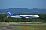 にしやんさんが、新千歳空港で撮影した全日空 767-381/ERの航空フォト(写真)