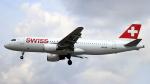 誘喜さんが、ロンドン・ヒースロー空港で撮影したスイスインターナショナルエアラインズ A320-214の航空フォト(写真)