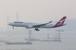 OS52さんが、香港国際空港で撮影したカンタス航空 A330-303の航空フォト(飛行機 写真・画像)