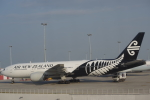 JA8037さんが、香港国際空港で撮影したニュージーランド航空 777-219/ERの航空フォト(写真)
