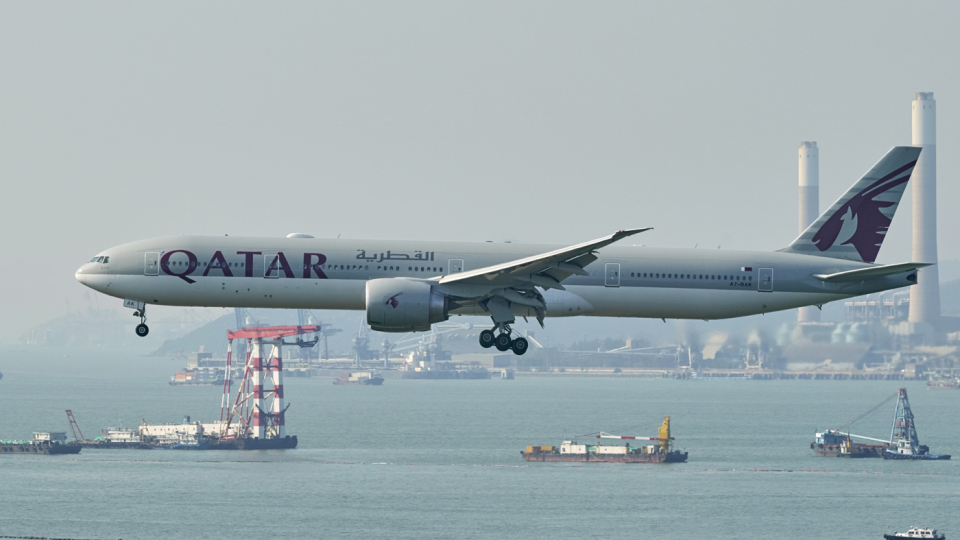 FlyingMonkeyさんのカタール航空 Boeing 777-300 (A7-BAK) 航空フォト