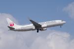 かずまっくすさんが、小松空港で撮影した日本航空 737-846の航空フォト(写真)
